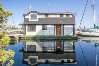 Main Photo: D17 417 W ESPLANADE in North Vancouver: Mosquito Creek House for sale : MLS®# R2620672