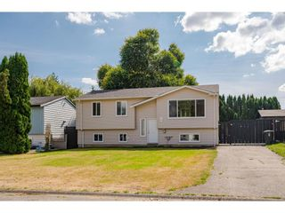 Photo 1: 26690 32A Avenue in Langley: Aldergrove Langley House for sale : MLS®# R2616417