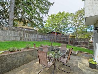 Photo 18: 1063 Hyacinth Ave in VICTORIA: SW Strawberry Vale House for sale (Saanich West)  : MLS®# 786596
