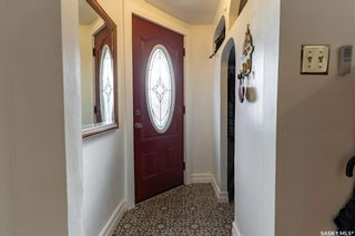 Photo 3: 220 E Avenue North in Saskatoon: Caswell Hill Residential for sale : MLS®# SK851927