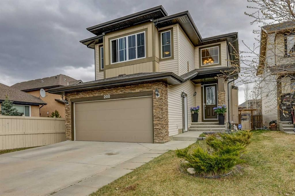 Main Photo: 200 EVERBROOK Drive SW in Calgary: Evergreen Detached for sale : MLS®# A1102109