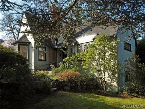 Main Photo: 686 Island Rd in VICTORIA: OB South Oak Bay House for sale (Oak Bay)  : MLS®# 692980