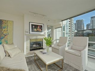 Photo 3: 702 1501 HOWE STREET in Vancouver: Yaletown Condo for sale (Vancouver West)  : MLS®# R2325497