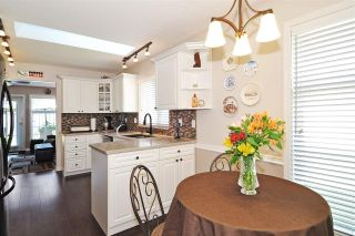 """Photo 12: 4 758 RIVERSIDE Drive in Port Coquitlam: Riverwood Townhouse for sale in """"Riverlane Estates"""" : MLS®# R2397277"""