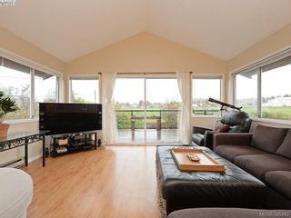 Photo 6: 1720 Taylor St in VICTORIA: SE Camosun House for sale (Saanich East)  : MLS®# 774725