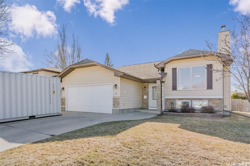 Main Photo: 255 Flavelle Crescent in Saskatoon: Dundonald Residential for sale : MLS®# SK851411