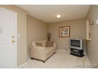 Photo 6: 311 894 Vernon Ave in VICTORIA: SE Swan Lake Condo for sale (Saanich East)  : MLS®# 508607