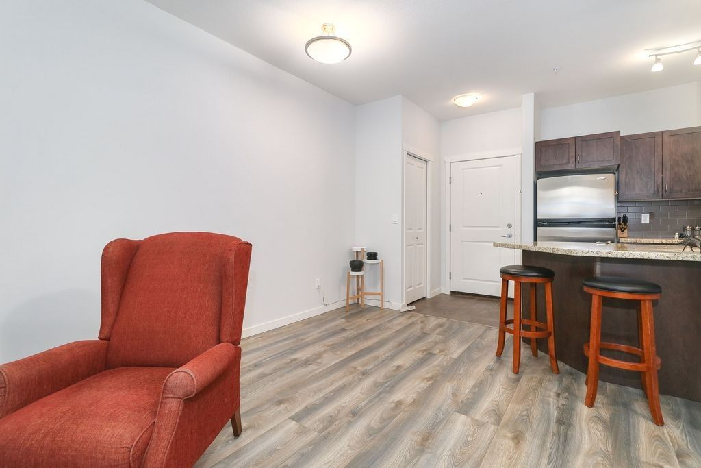 "Photo 8: Photos: 305 2336 WHYTE Avenue in Port Coquitlam: Central Pt Coquitlam Condo for sale in ""CENTREPOINTE"" : MLS®# R2252900"
