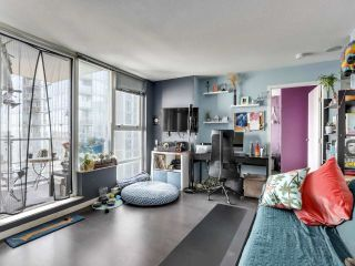 "Photo 3: 1709 602 CITADEL Parade in Vancouver: Downtown VW Condo for sale in ""Spectrum 4"" (Vancouver West)  : MLS®# R2565583"