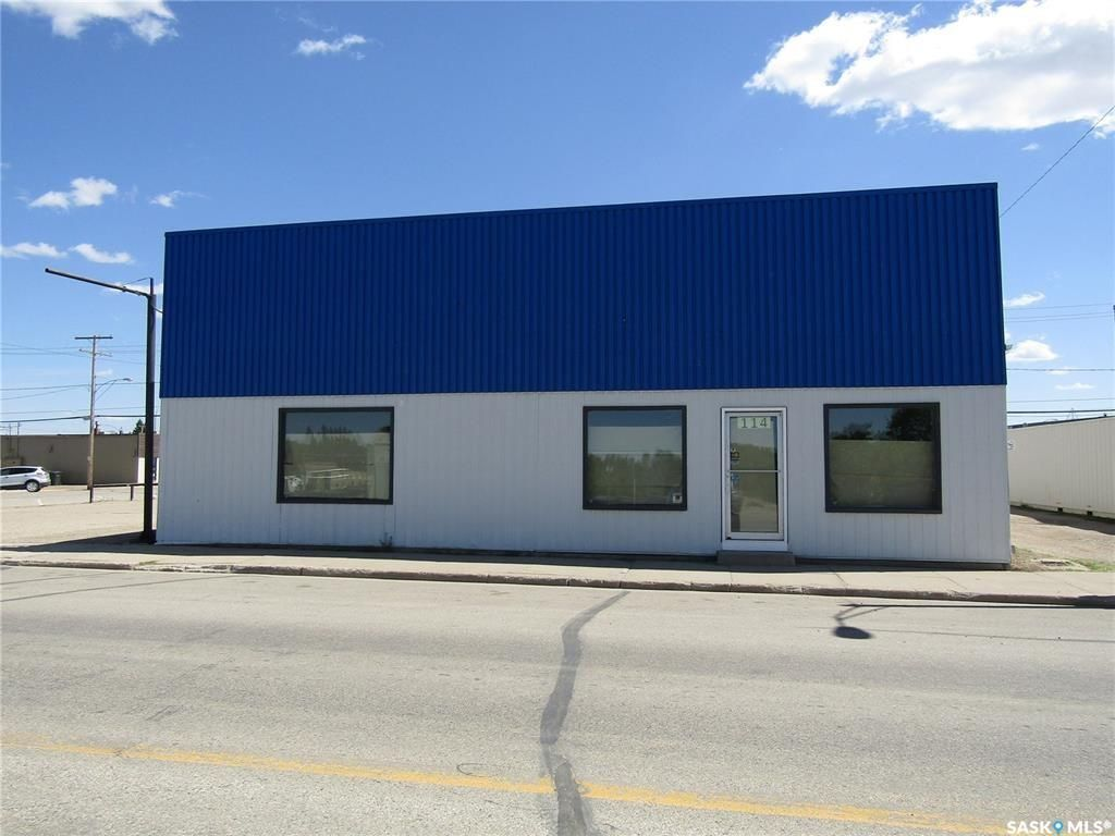 Main Photo: 114 Railway Avenue East in Nipawin: Commercial for sale : MLS®# SK845134