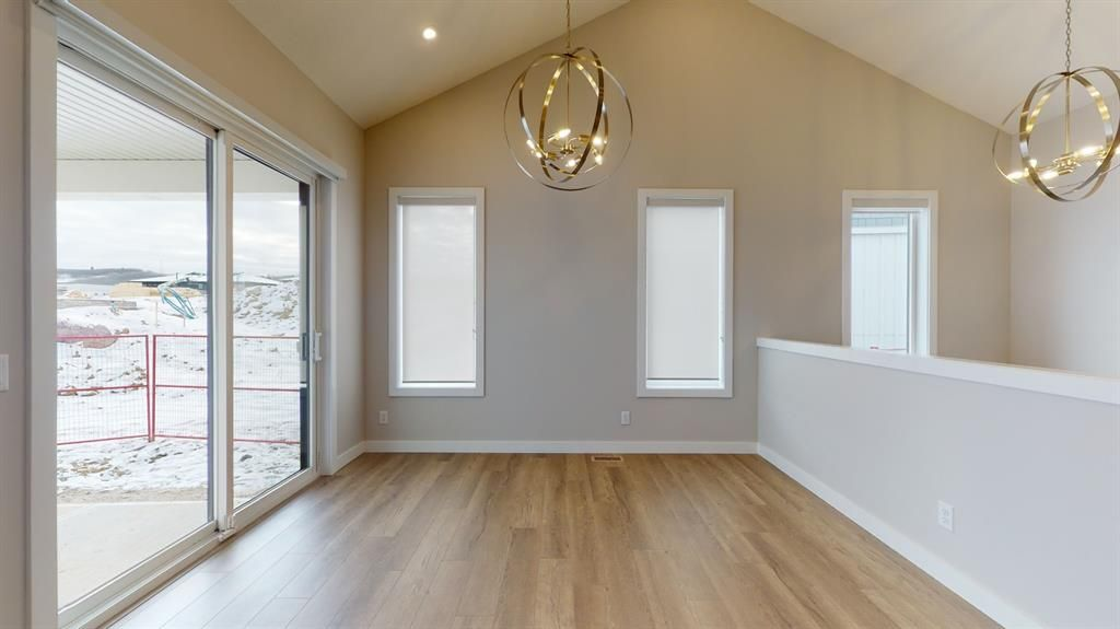 Photo 15: Photos: 38 Crestridge Bay SW in Calgary: Crestmont Row/Townhouse for sale : MLS®# A1073636