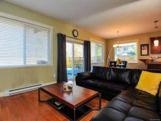 Photo 2: 12 2112 CUMBERLAND ROAD in COURTENAY: CV Courtenay City Row/Townhouse for sale (Comox Valley)  : MLS®# 781680
