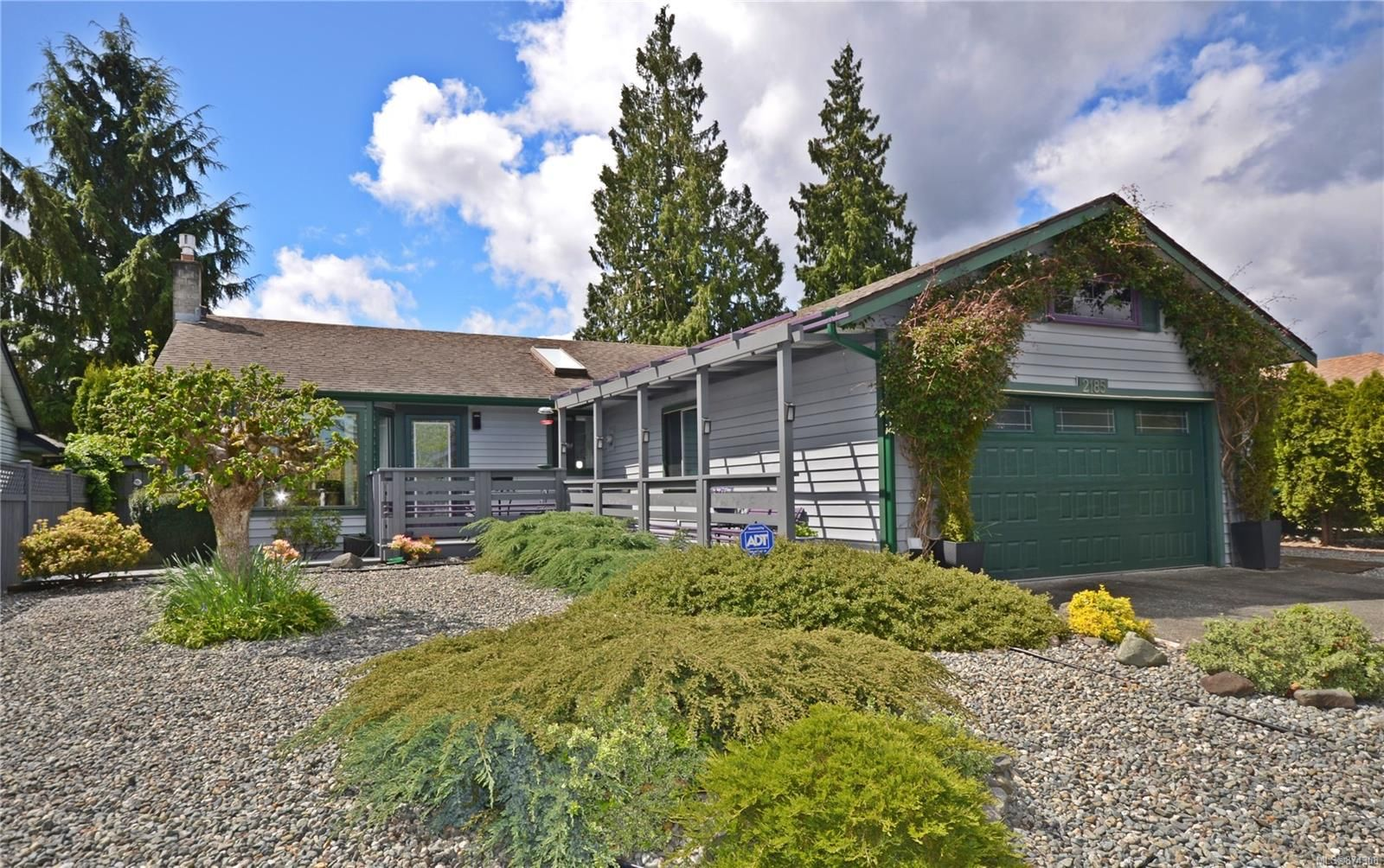 Main Photo: 2185 Michigan Way in : Na South Jingle Pot House for sale (Nanaimo)  : MLS®# 874308