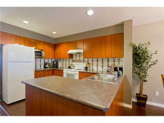 """Photo 2: 11 168 6TH Street in New Westminster: Uptown NW Townhouse for sale in """"ROYAL CITY TERRACE"""" : MLS®# V906623"""
