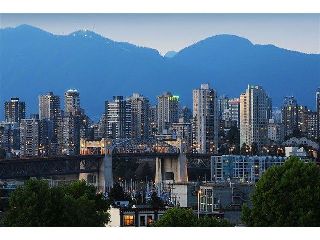 """Main Photo: 705 2288 PINE Street in Vancouver: Fairview VW Condo for sale in """"THE FAIRVIEW"""" (Vancouver West)  : MLS®# V852538"""