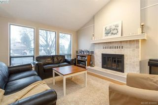Photo 4: 1283 Santa Maria Pl in VICTORIA: SW Strawberry Vale House for sale (Saanich West)  : MLS®# 804520