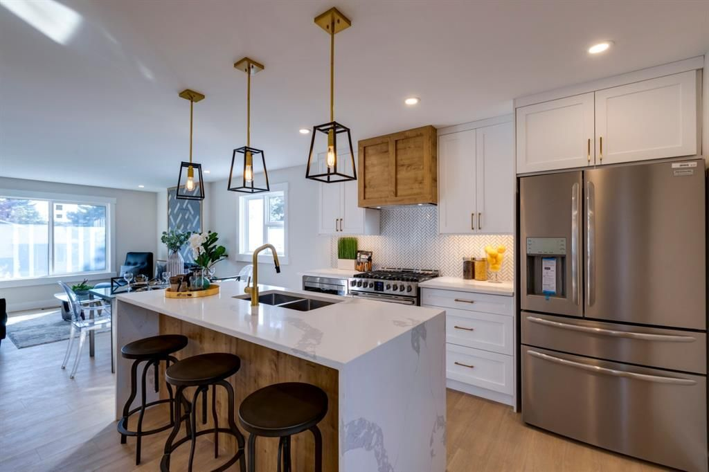 Main Photo: 6728 Silverview Road NW in Calgary: Silver Springs Detached for sale : MLS®# A1147826