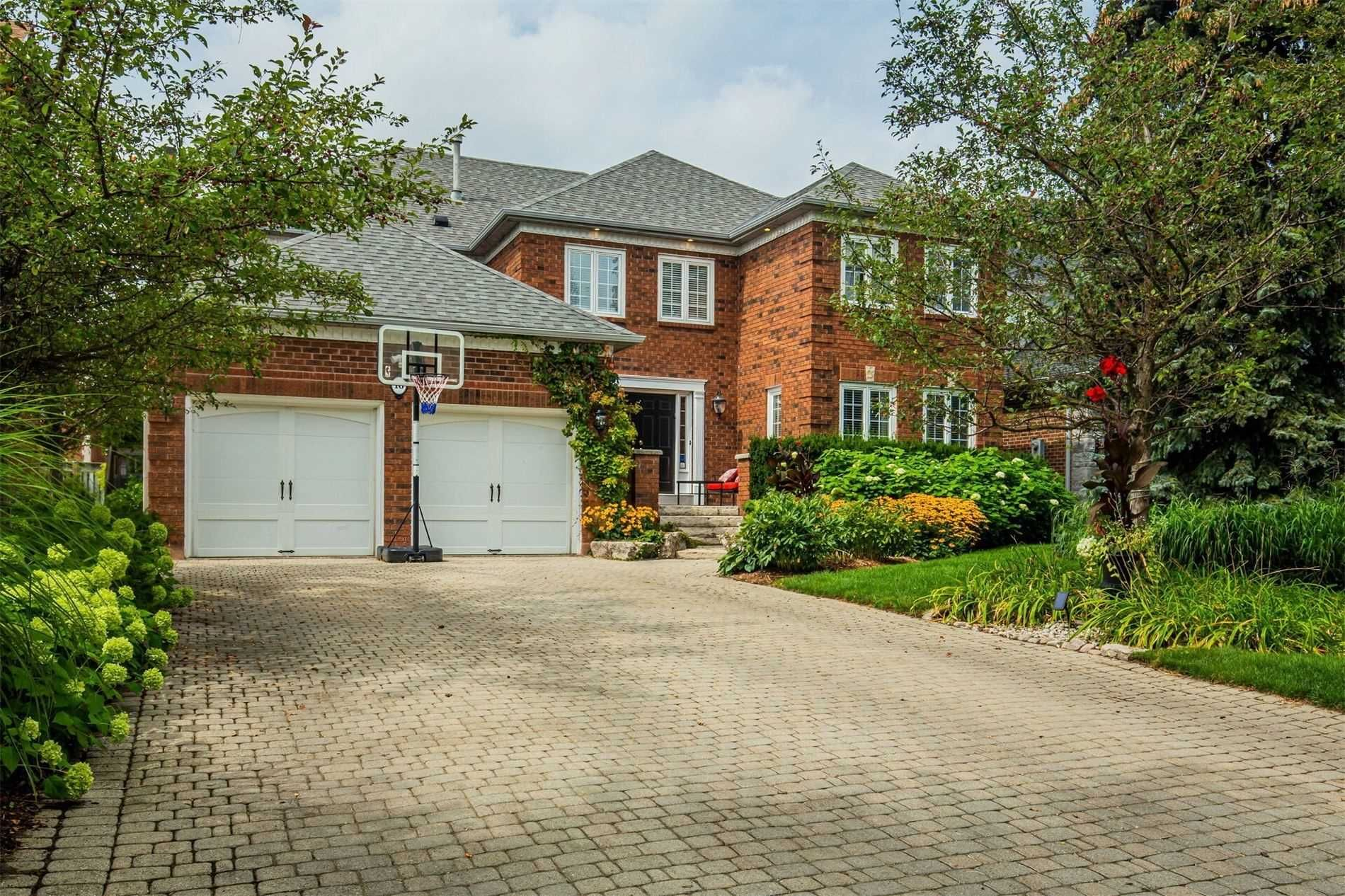 Main Photo: 16 Dalewood Drive in Richmond Hill: Bayview Hill House (2-Storey) for sale : MLS®# N5372335