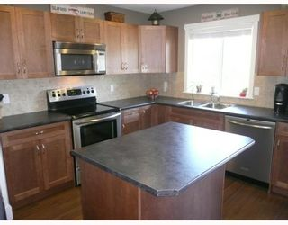 """Photo 2: 6368 PICADILLY Place in Sechelt: Sechelt District House for sale in """"WEST SECHELT"""" (Sunshine Coast)  : MLS®# V774741"""