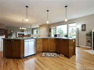Photo 9: 3420 Mary Anne Cres in VICTORIA: Co Triangle House for sale (Colwood)  : MLS®# 723824