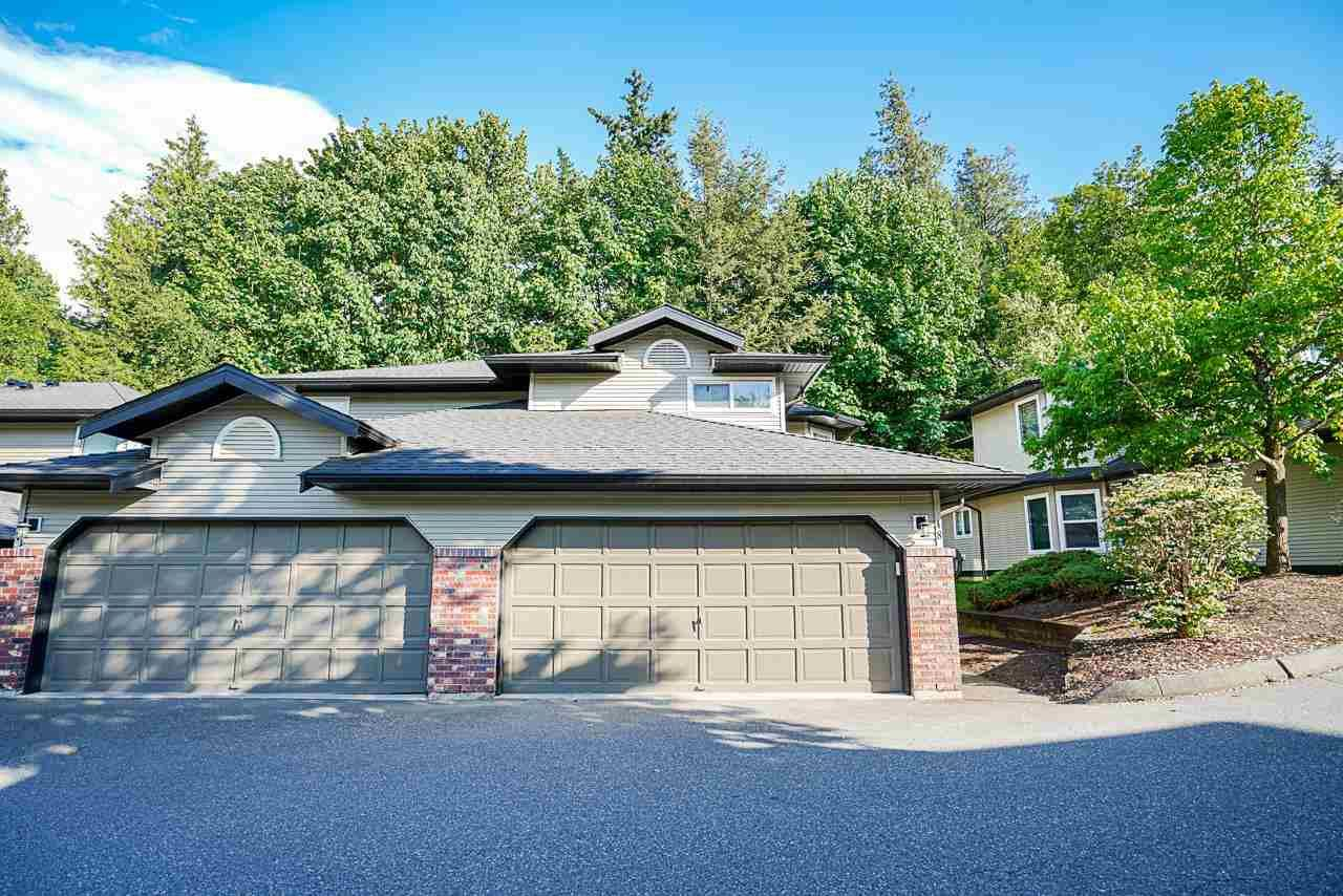 """Photo 1: Photos: 48 36060 OLD YALE Road in Abbotsford: Abbotsford East Townhouse for sale in """"Mountain View Village"""" : MLS®# R2586333"""