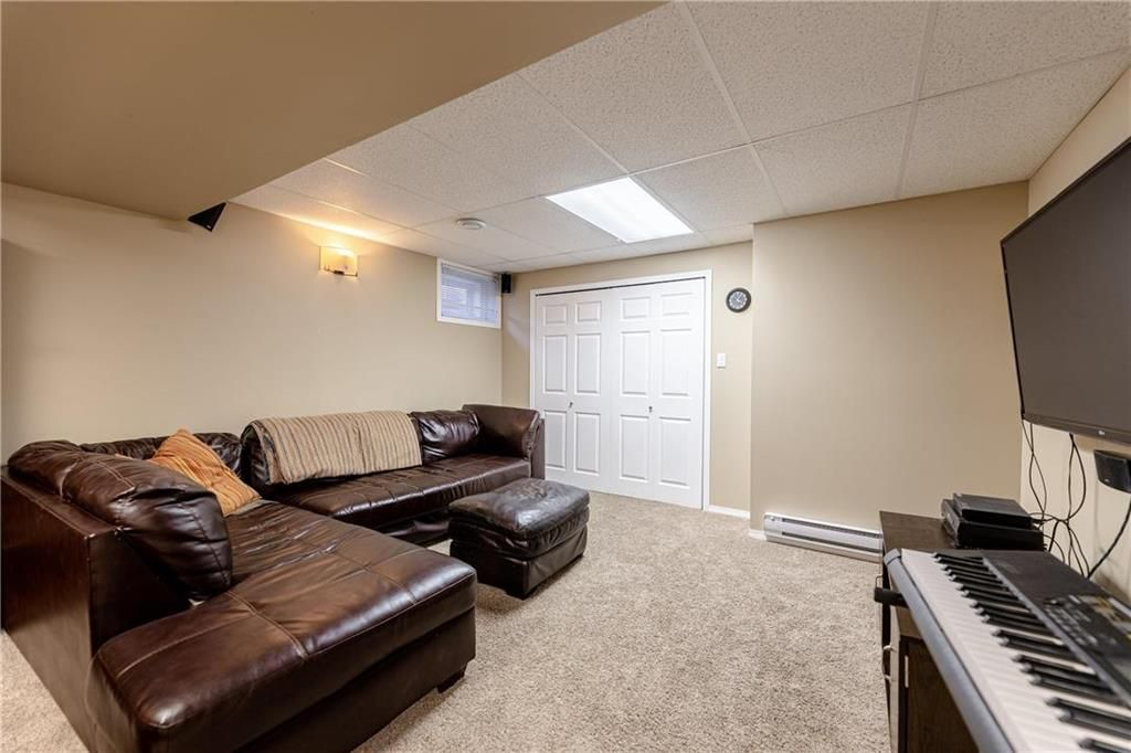 Photo 23: Photos: 20 PENROSE Crescent in Steinbach: R16 Residential for sale : MLS®# 202107867