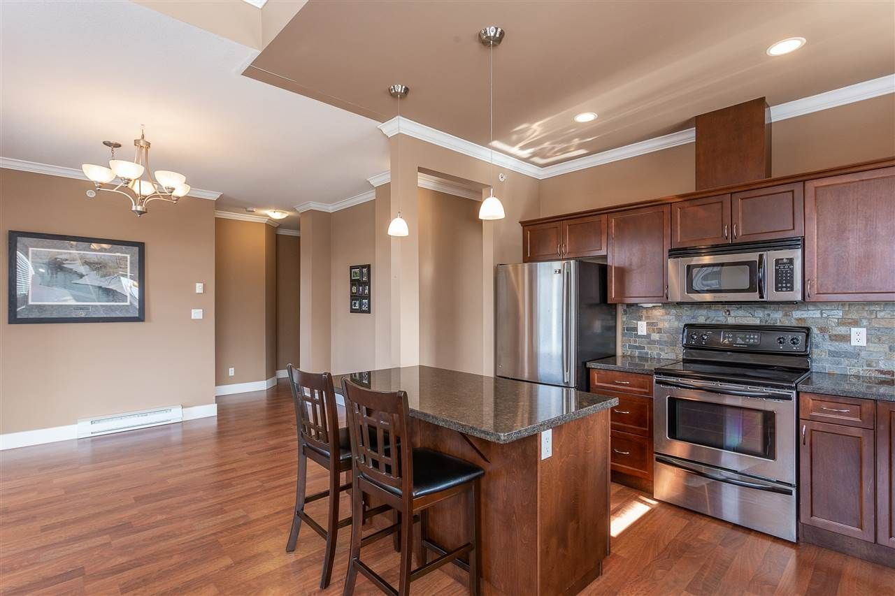 """Photo 7: Photos: 409 33338 MAYFAIR Avenue in Abbotsford: Central Abbotsford Condo for sale in """"The Sterling"""" : MLS®# R2346998"""
