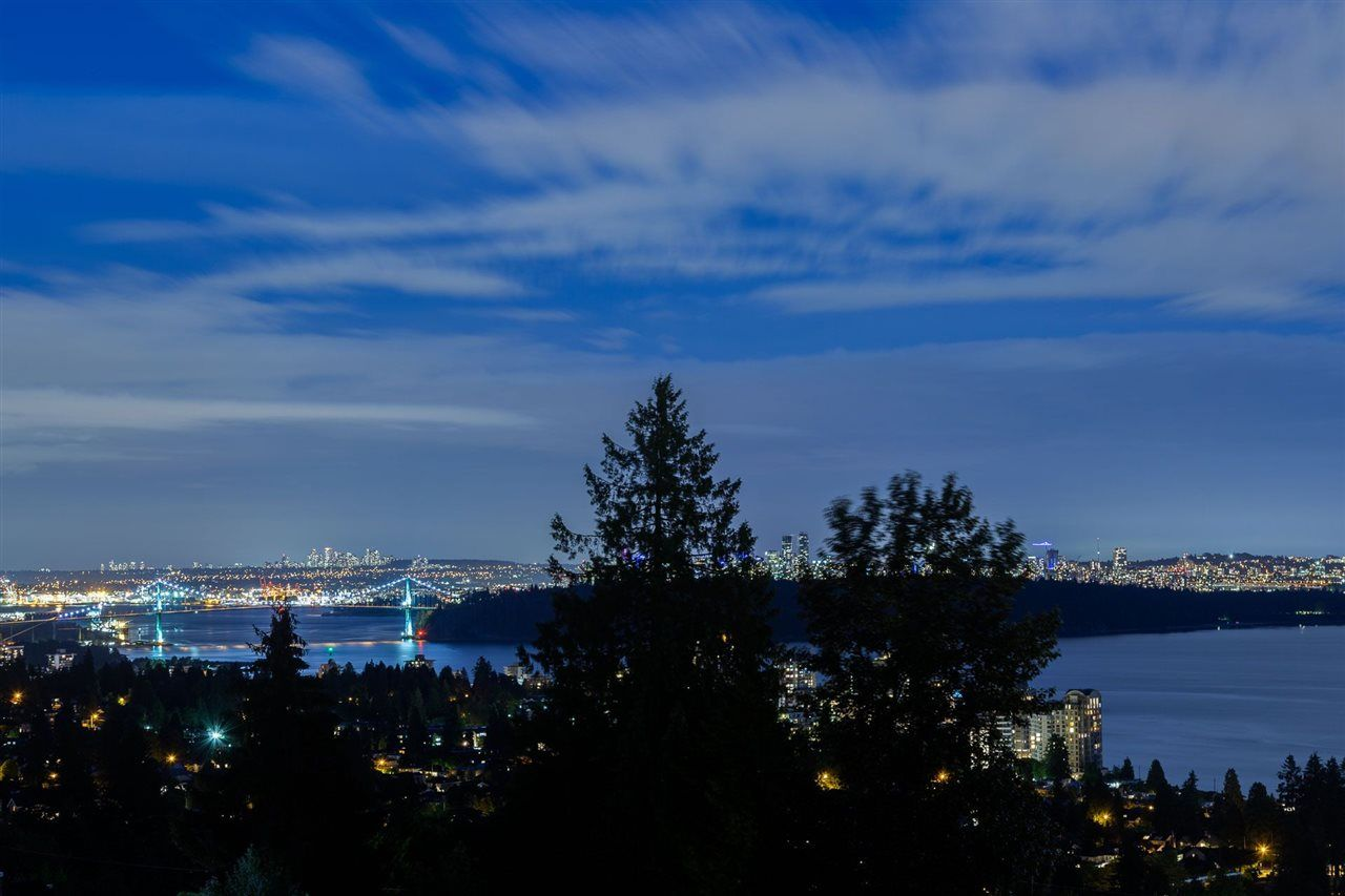 Photo 3: Photos: 2558 ROSEBERY AVENUE in West Vancouver: Queens House for sale : MLS®# R2472100