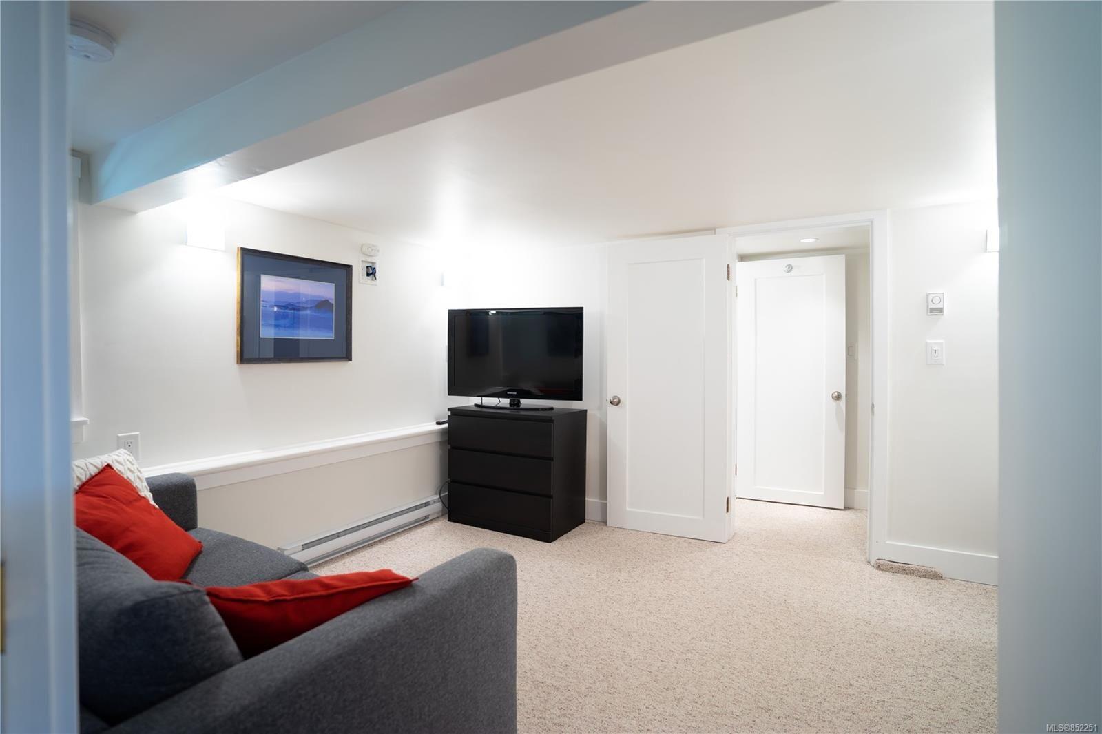 Photo 24: Photos: 2363 Pacific Ave in : OB Estevan House for sale (Oak Bay)  : MLS®# 852251