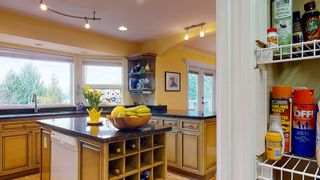 "Photo 5: 5827 DEERHORN Drive in Sechelt: Sechelt District House for sale in ""Sandy Hook"" (Sunshine Coast)  : MLS®# R2552928"
