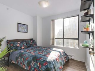 "Photo 10: 1708 1189 HOWE Street in Vancouver: Downtown VW Condo for sale in ""The Genesis"" (Vancouver West)  : MLS®# R2373933"