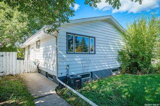 Photo 5: 1902 Ewart Avenue in Saskatoon: Holliston Residential for sale : MLS®# SK870459