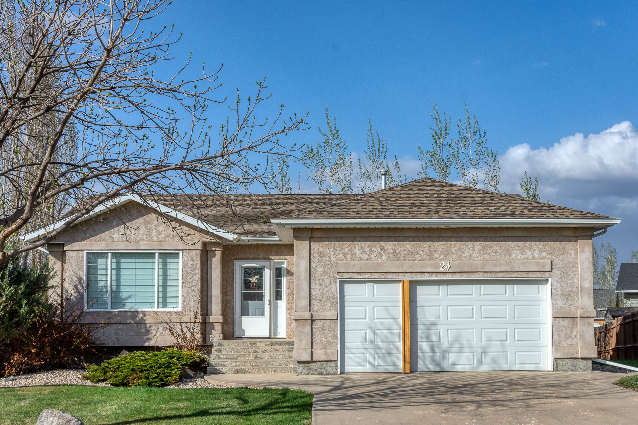 Main Photo: 24 Prout Drive in Portage la Prairie: House for sale : MLS®# 202112218