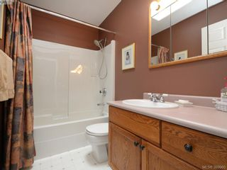 Photo 14: 63 Salmon Crt in VICTORIA: VR Glentana Manufactured Home for sale (View Royal)  : MLS®# 783796