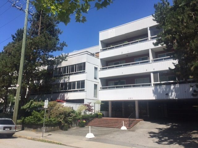 "Main Photo: 201 250 W 1ST Street in North Vancouver: Lower Lonsdale Condo for sale in ""CHINOOK HOUSE"" : MLS®# R2241543"