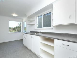 Photo 11: 318 Uganda Ave in VICTORIA: Es Kinsmen Park Half Duplex for sale (Esquimalt)  : MLS®# 822180