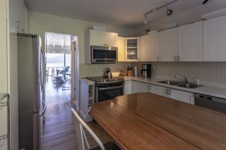 """Photo 15: 428 CROSSCREEK Road: Lions Bay Townhouse for sale in """"Lions Bay"""" (West Vancouver)  : MLS®# R2498583"""