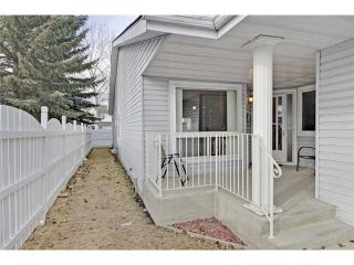 Photo 2: 75 LINCOLN Manor SW in Calgary: Lincoln Park House for sale : MLS®# C3654856