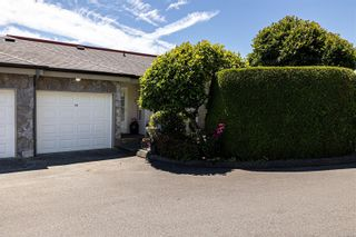 Photo 3: 10 300 Six Mile Rd in : VR Six Mile Row/Townhouse for sale (View Royal)  : MLS®# 879700