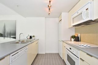 """Photo 11: 312 788 HAMILTON Street in Vancouver: Downtown VW Condo for sale in """"TV Towers"""" (Vancouver West)  : MLS®# R2364675"""