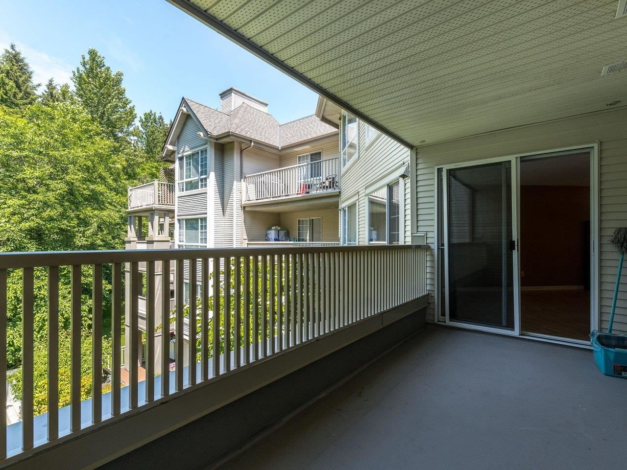 """Photo 10: Photos: 320 1252 TOWN CENTRE Boulevard in Coquitlam: Canyon Springs Condo for sale in """"The Kennedy"""" : MLS®# R2595291"""