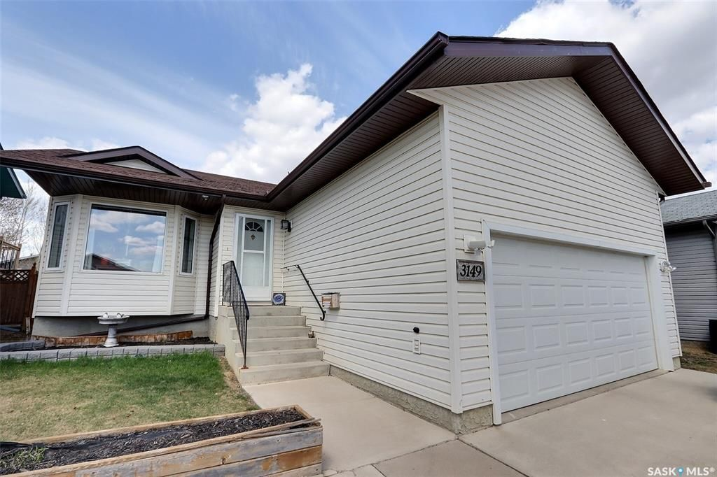 Main Photo: 3149 3rd Avenue East in Prince Albert: SouthWood Residential for sale : MLS®# SK854702
