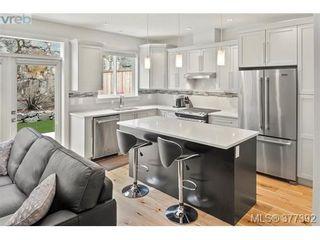 Photo 2: 2943 Burlington Cres in VICTORIA: La Langford Lake House for sale (Langford)  : MLS®# 757696