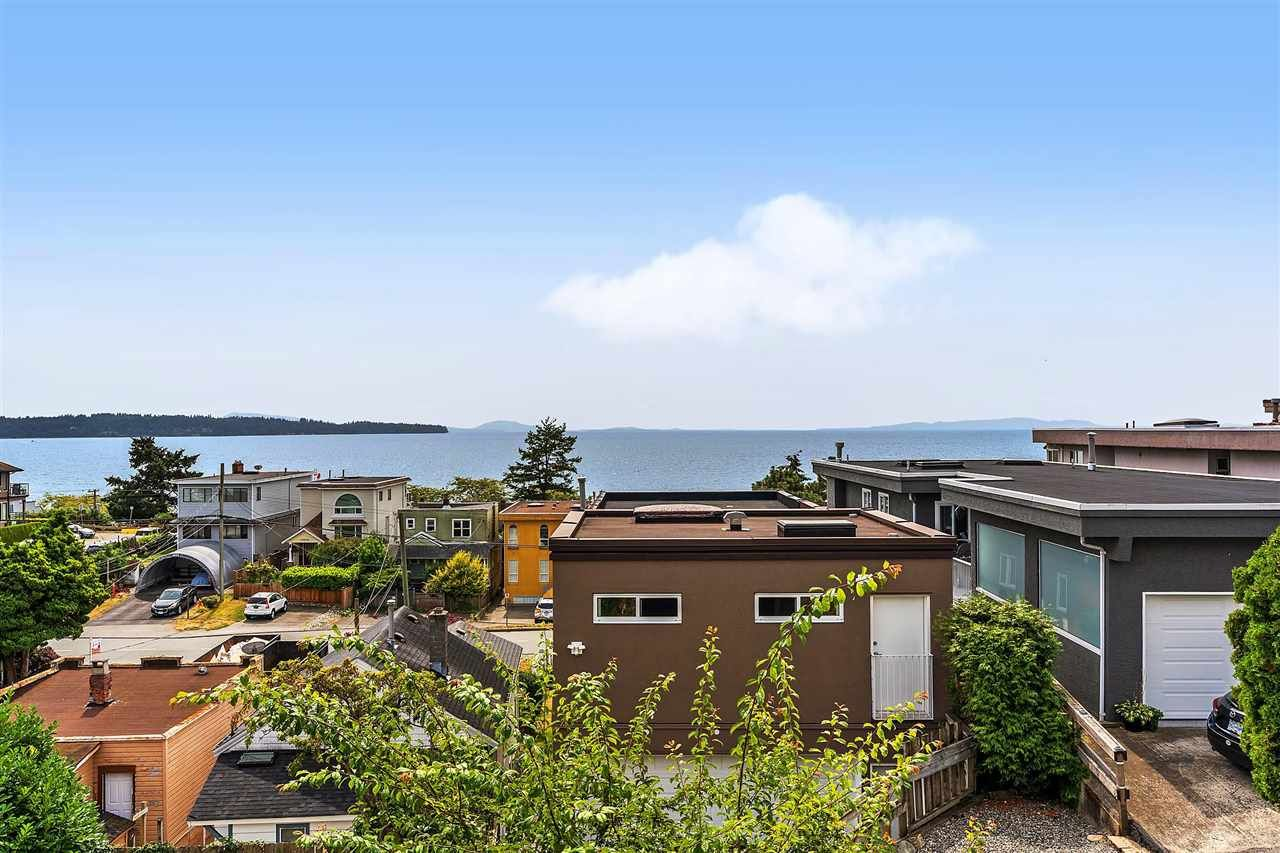 Main Photo: 15542 COLUMBIA Avenue: House for sale in White Rock: MLS®# R2536683