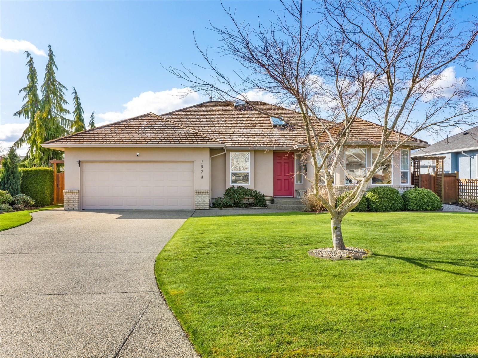 Main Photo: 1074 Sunrise Dr in : PQ Qualicum Beach House for sale (Parksville/Qualicum)  : MLS®# 870544