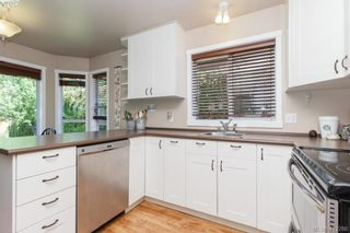 Photo 11: 588 Leaside Ave in VICTORIA: SW Glanford House for sale (Saanich West)  : MLS®# 817494