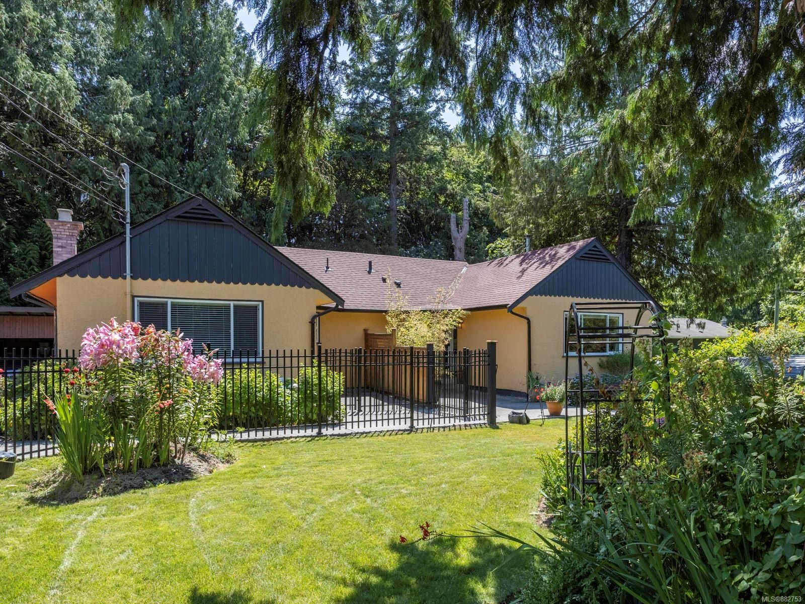 Main Photo: 1013 Sluggett Rd in : CS Brentwood Bay House for sale (Central Saanich)  : MLS®# 882753