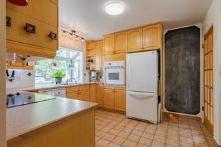 Photo 4: 303 42 Street SW in Calgary: Wildwood Detached for sale : MLS®# A1134148