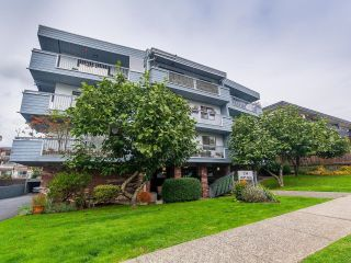 Main Photo: 203 134 W 20TH Street in North Vancouver: Central Lonsdale Condo for sale : MLS®# R2620728