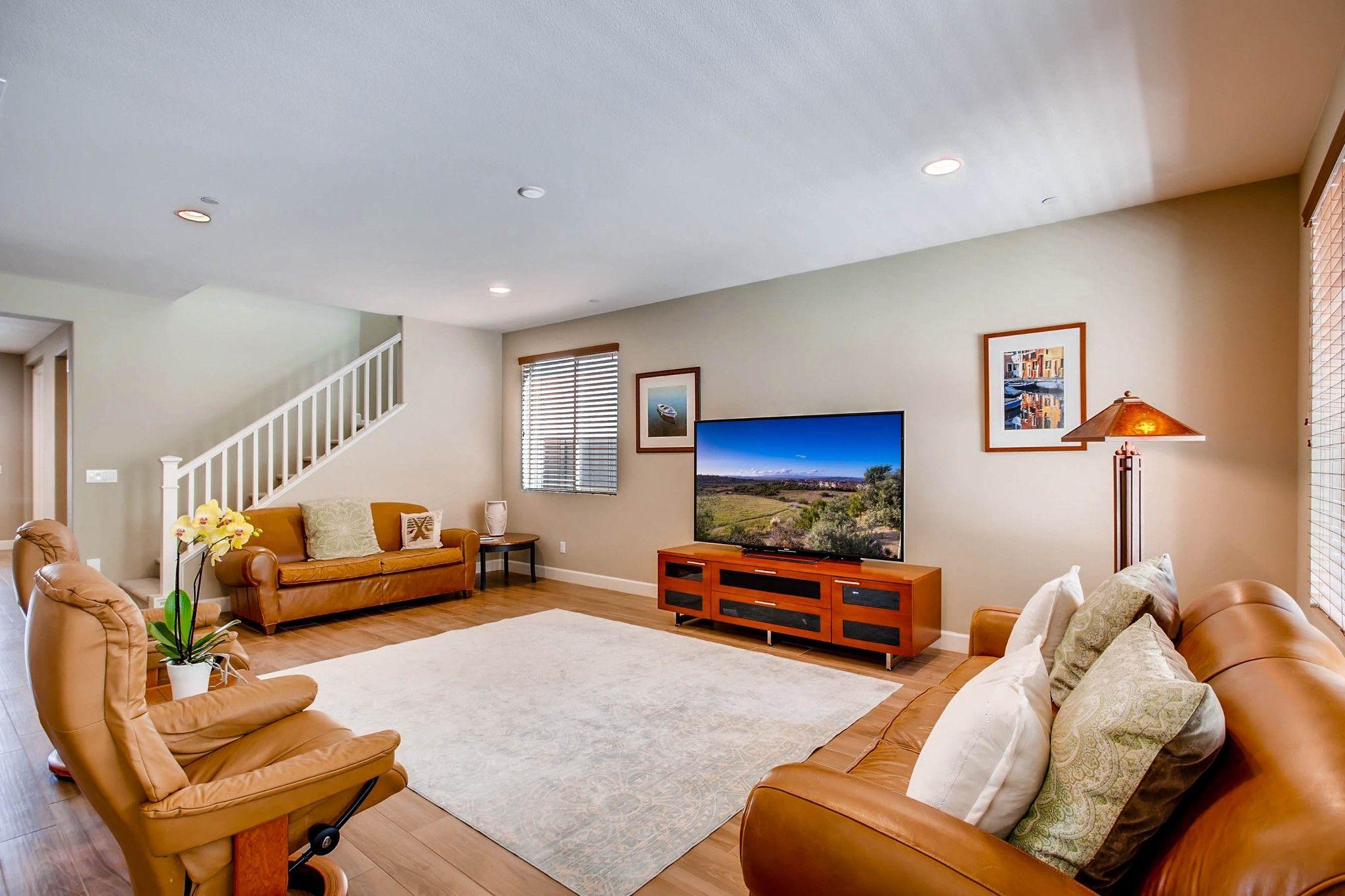 Photo 5: Photos: Residential for sale : 5 bedrooms : 443 Machado Way in Vista